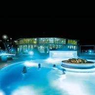Rottal Terme - Entspannungsbecken Therapiebad bei Nacht